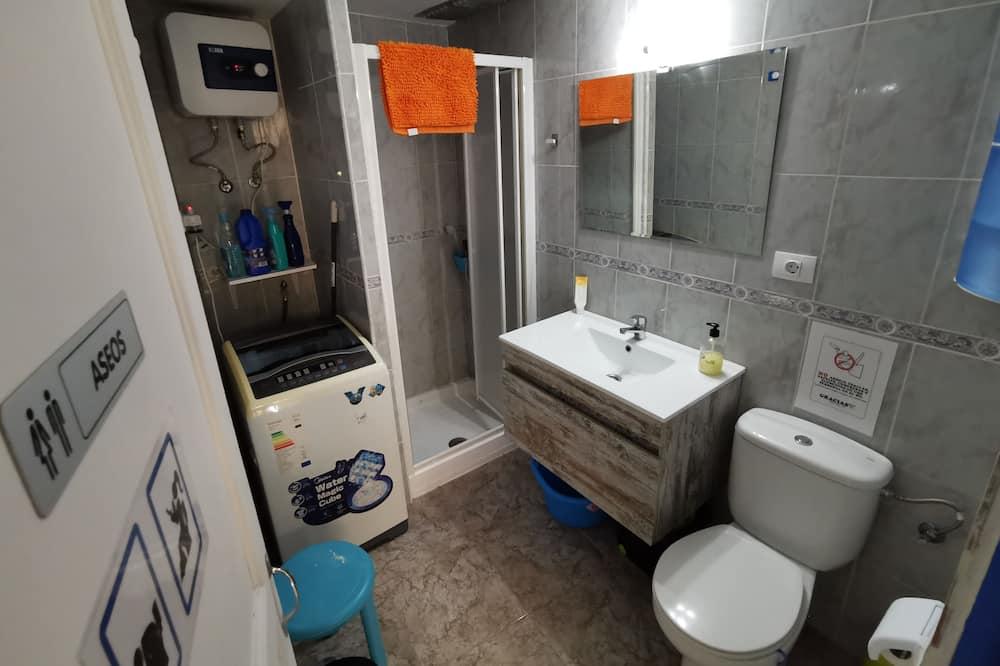 غرفة لفردين - بحمام مشترك - حمّام