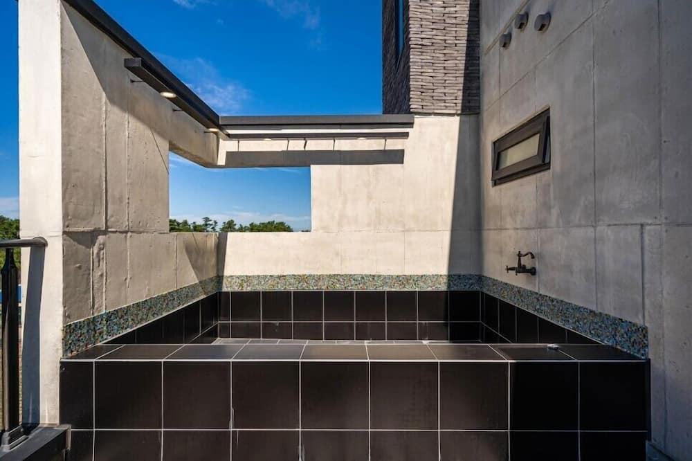 Family Room - Private spa tub