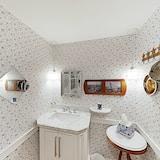 House, 6 Bedrooms - Bilik mandi