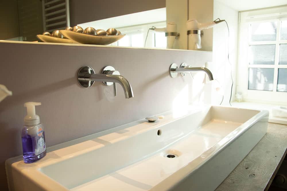 Exclusive Apartment - Bathroom Sink