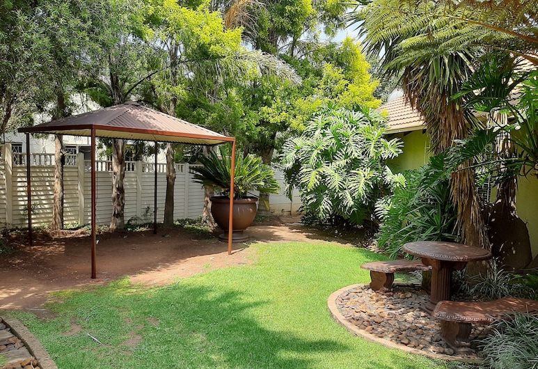 African Rose Guesthouse, Kempton Park, Záhrada