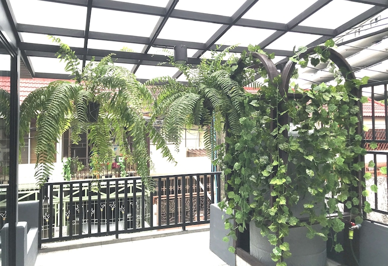 The Silver Stag 5mins BTS 9mins JJmarket, Bangkok, Terrace/Patio