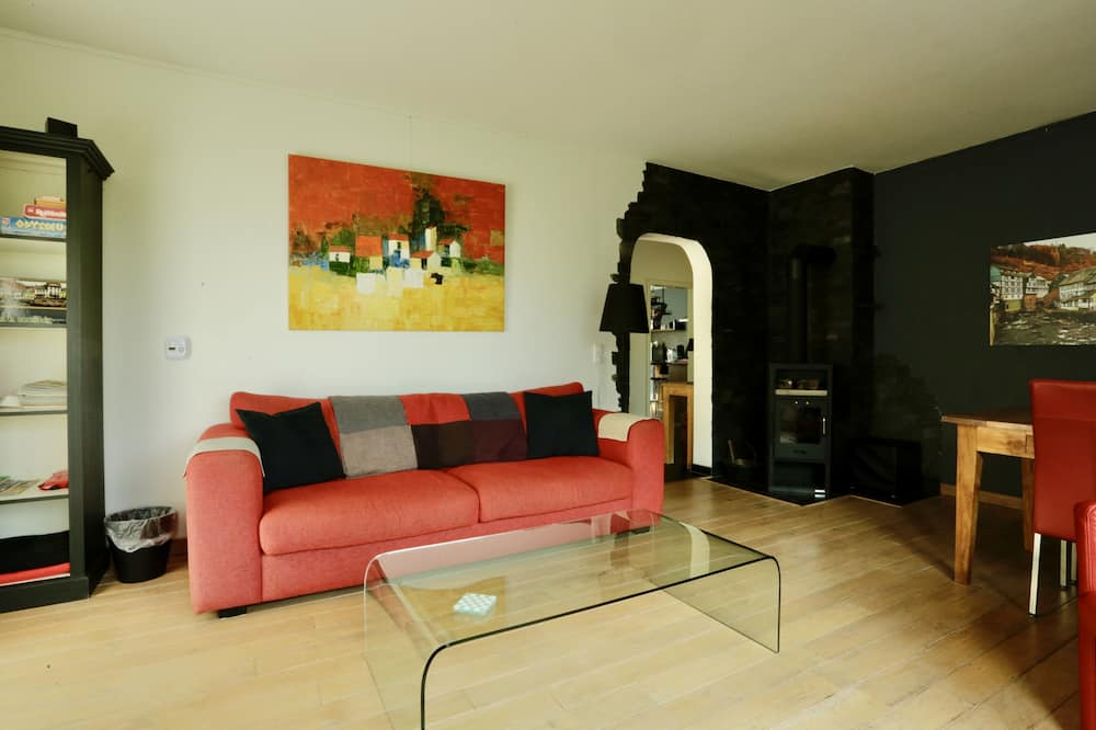 Comfort Apartment, 2 Bedrooms, Mountain View (Maison Mont Joie) - Living Room