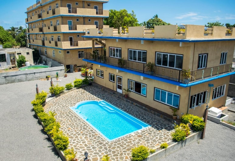 Apartment With 2 Bedrooms in Grand Gaube, With Shared Pool, Enclosed Garden and Wifi, Grand Gaube, Pool