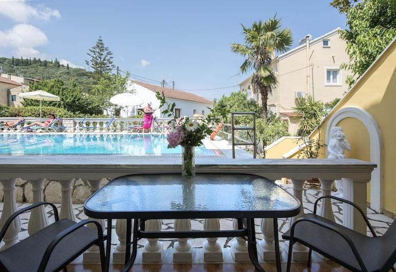 Andreas Pool Complex, Korfu, Comfort Stüdyo (Triple), Teras/Veranda