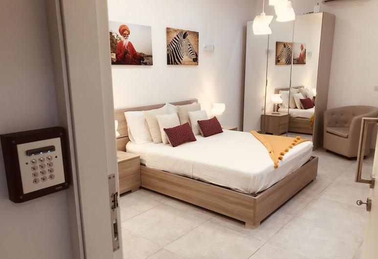 LA88 Boutique, St. Paul's Bay, Deluxe Triple Room, Balcony, Guest Room