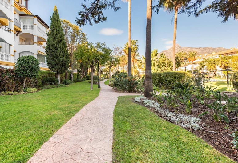 Apartment With 2 Bedrooms in Marbella, With Wonderful Mountain View, Pool Access, Furnished Terrace - 900 m From the Beach, Marbella, Overnattingsstedets eiendom
