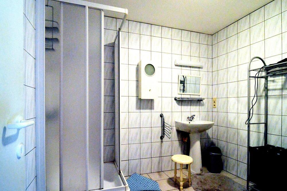 Ferienhaus - Badezimmer