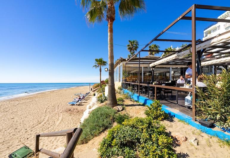 Beachside Apartment with Garden Ref 89, Mijas, Spiaggia