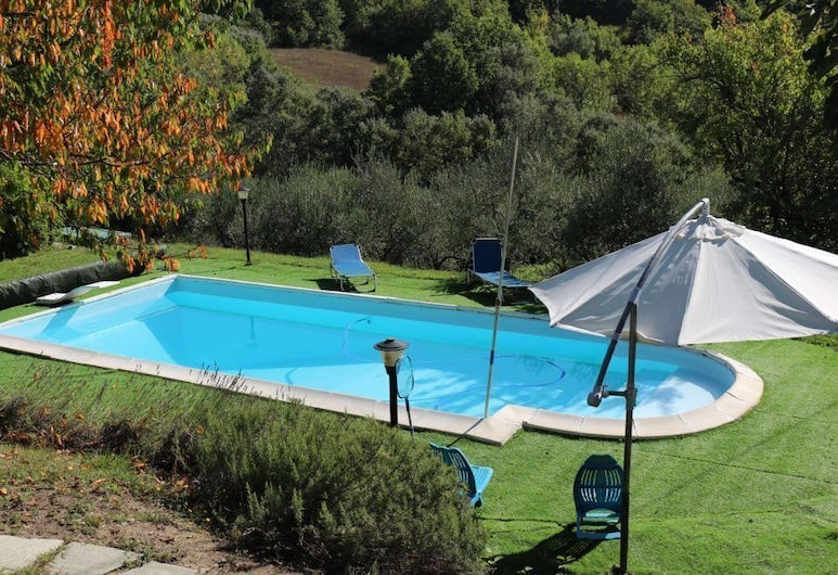 Casale Santilli, Agnone, Vanjski bazen