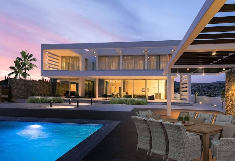 Villa Callista by Ezoria Holiday Rentals, Limassol