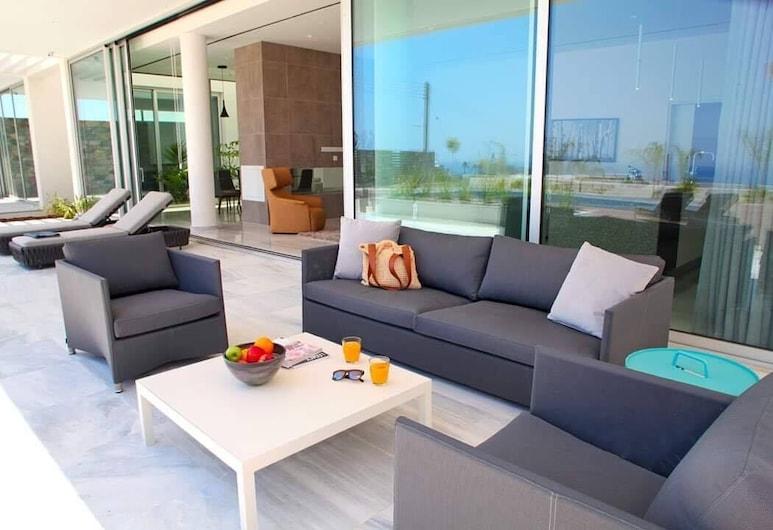 Villa Callista by Ezoria Holiday Rentals, Limassol, Vila, 5 miegamieji, atskiras baseinas, Terasa / vidinis kiemas