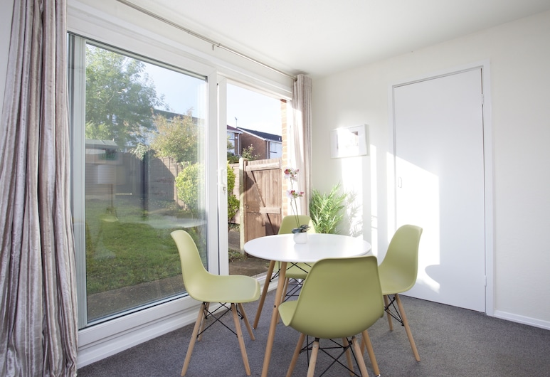 Sleek 2BD House With Garden Heart of Guildford, Guildford, Apartman (2 Bedrooms), Obroci u sobi