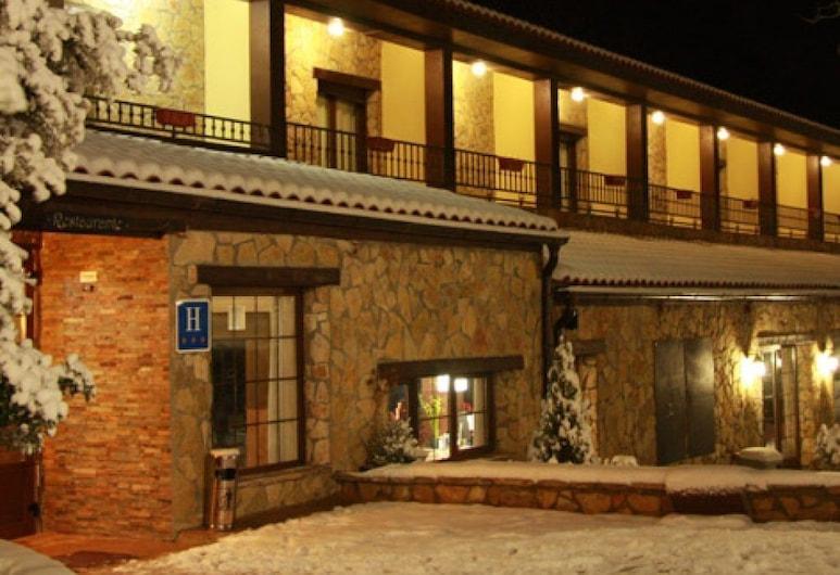 Hotel Masia el Molinete, Valbona, Fasada hotelu — wieczorem/nocą