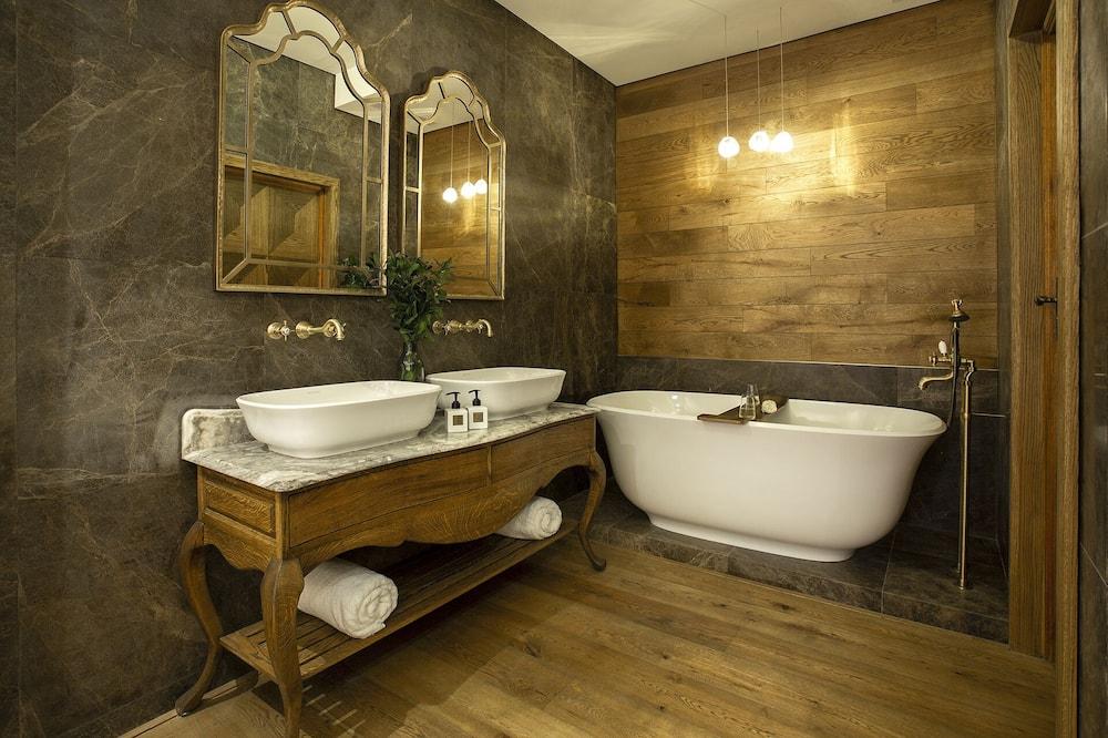 Deluxe Room (Pinotage) - Bathroom