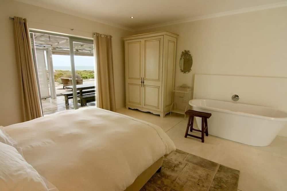 Standard House, 5 Bedrooms - Bathroom