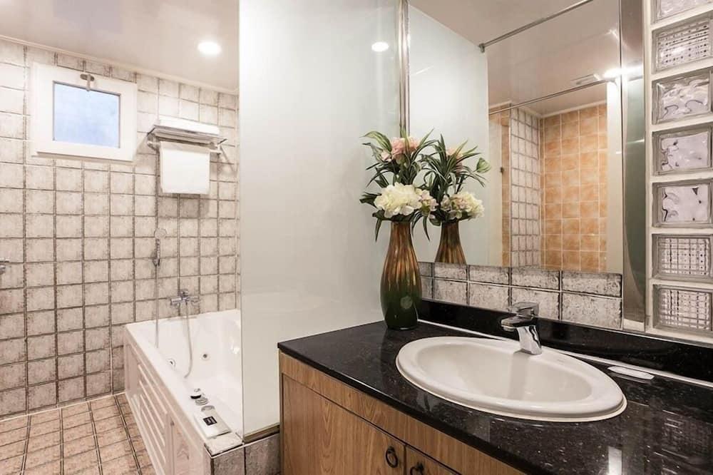 Dvojlôžková izba typu Deluxe, fajčiarska izba - Kúpeľňa