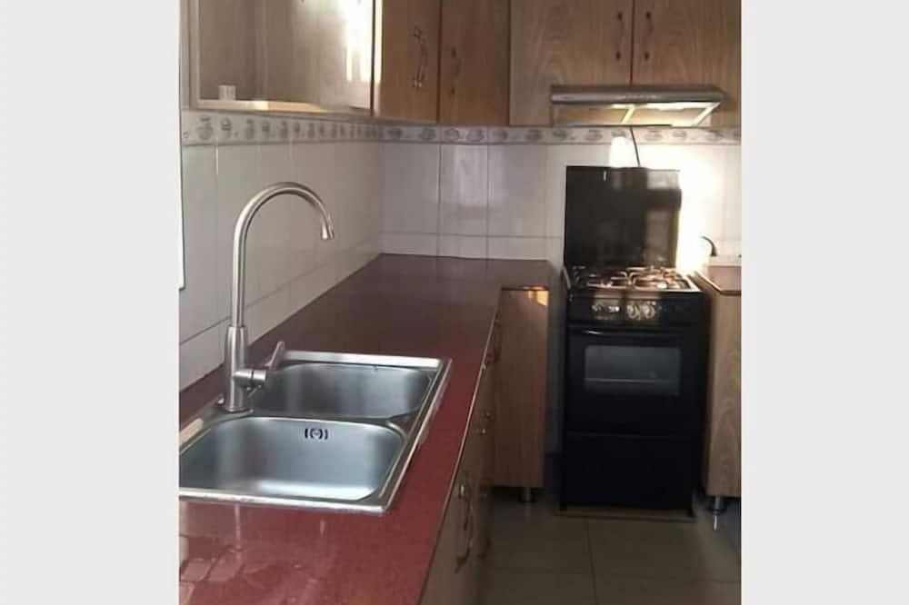 Basic Single Room - Shared kitchen