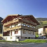 Cozy Apartment in Mayrhofen With Balcony