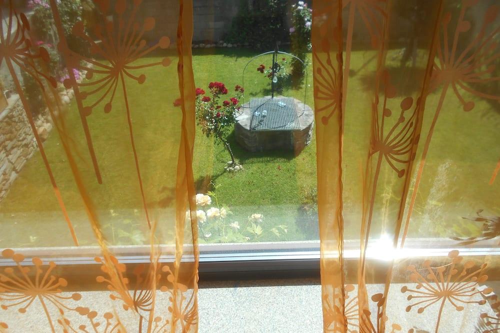 Phòng đôi, Hiên - Quang cảnh vườn