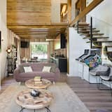 House, 4 Bedrooms, Mountain View, Mountainside - Living Room