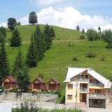 House With 10 Bedrooms in Durău, With Wonderful Mountain View and Enclosed Garden - 100 m From the Slopes