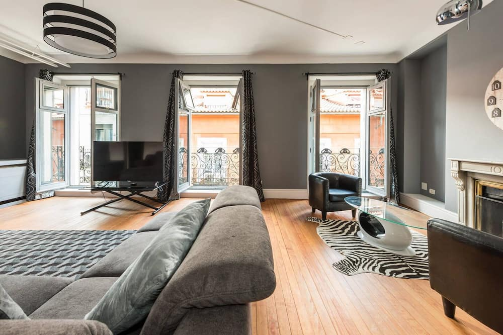 Apartment, 5 Bedrooms - Living Area