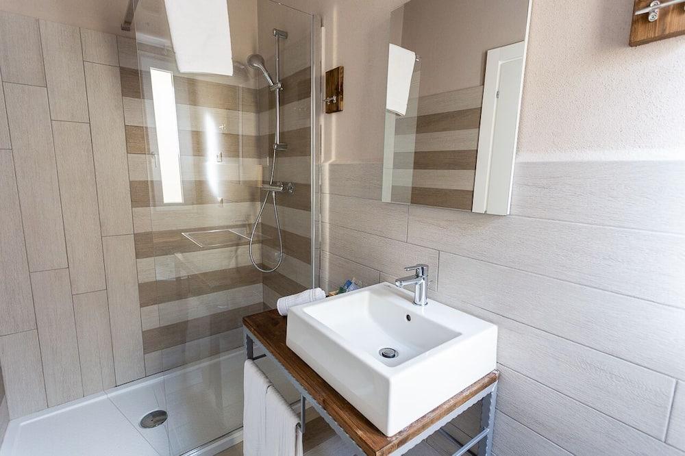 Habitación ejecutiva con 1 cama doble o 2 individuales, mirando al mar - Lavamanos en el baño