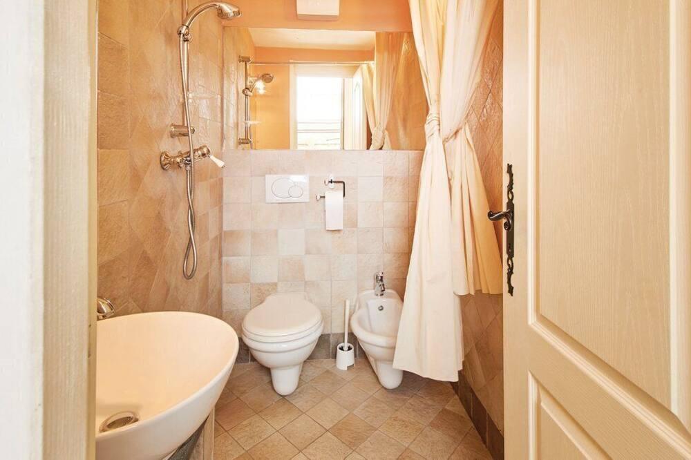 Comfort House, Multiple Bedrooms - Bathroom