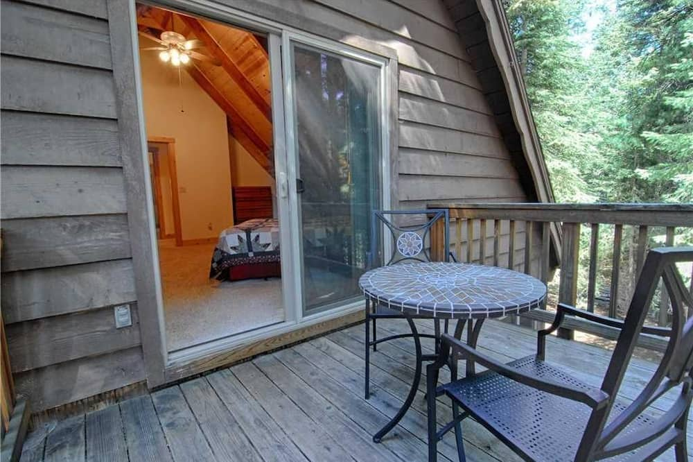 House, Multiple Beds (Lazy Bear Lodge w/Huge Deck and Hot T) - Balcony