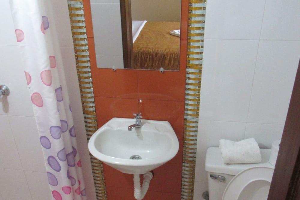 Basic Quadruple Room - Bilik mandi