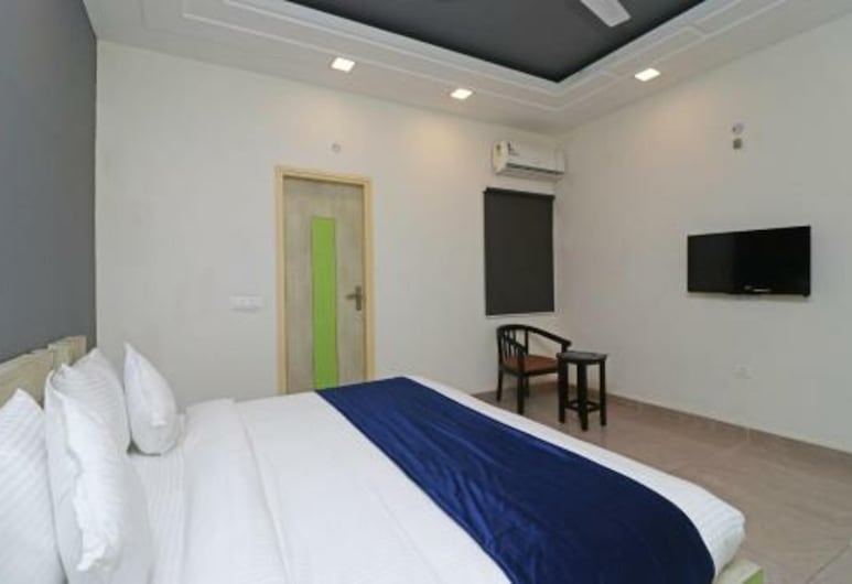 Hotel Loto - Sector 15, Noida, Standard Room, Guest Room