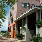 Kinsa Holiday Hotel