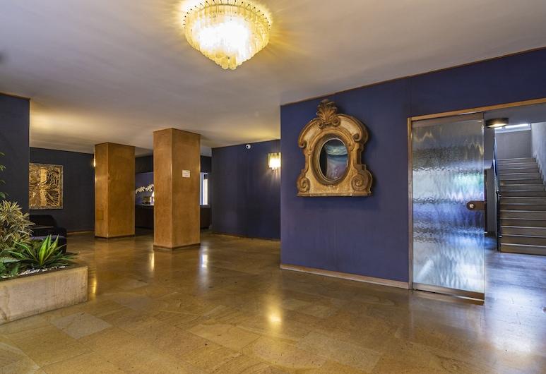 Santa Valeria - 4 Bedrooms Apartment, Milan, Interior Entrance