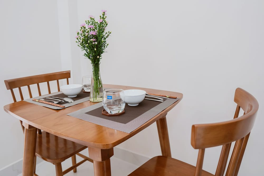 Family Apartment, Pool View - In-Room Dining