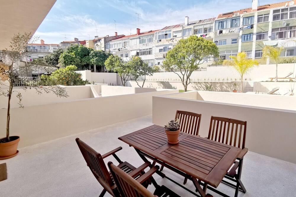 Apartemen Premium, 2 kamar tidur, pemandangan kolam renang (2D) - Teras/Patio