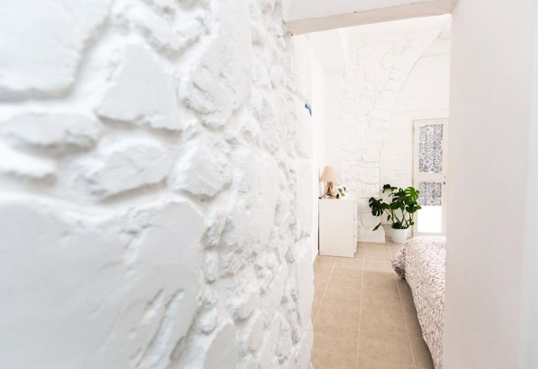 Laila's Cozy Garden House & Studio, Larnaca, Family Apartment, Guest Room