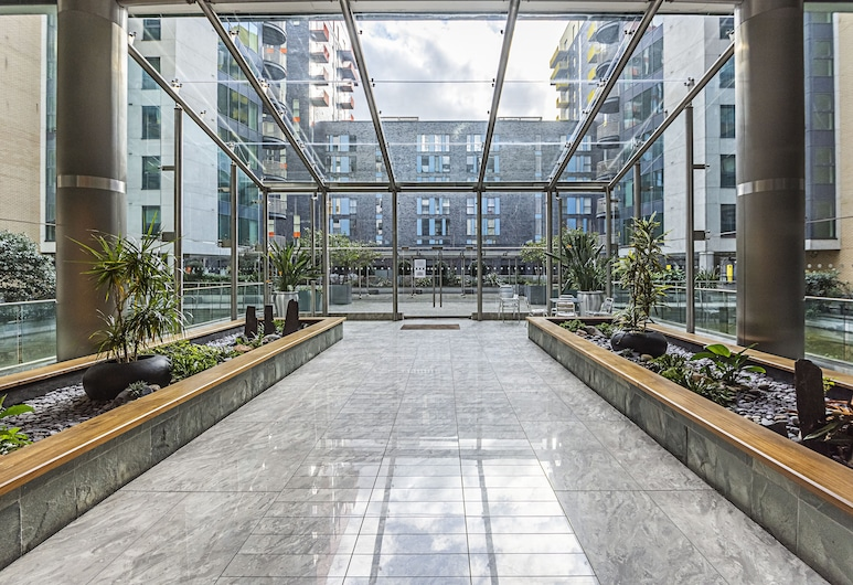 Canary Wharf Luxury Apartments, London, Lobby
