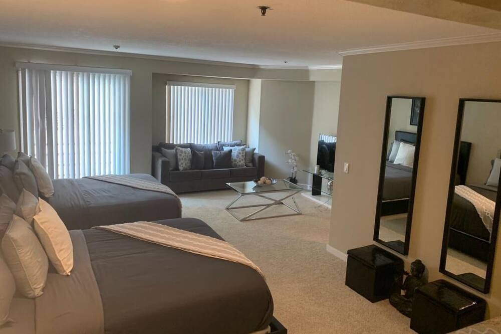 Basic Loft - Living Area