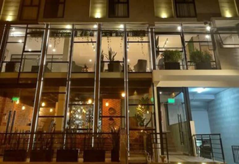 Surya Lima, ลิมา, ด้านหน้าของโรงแรม - ช่วงเย็น/กลางคืน