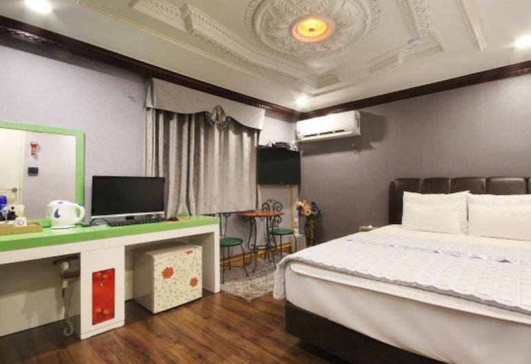 Paradise Motel, Busan, Premier tuba, Tuba