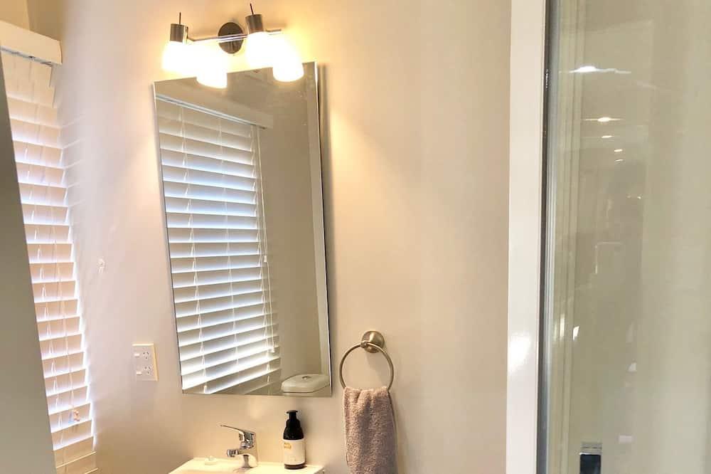 Bellbird Cottage - Bathroom