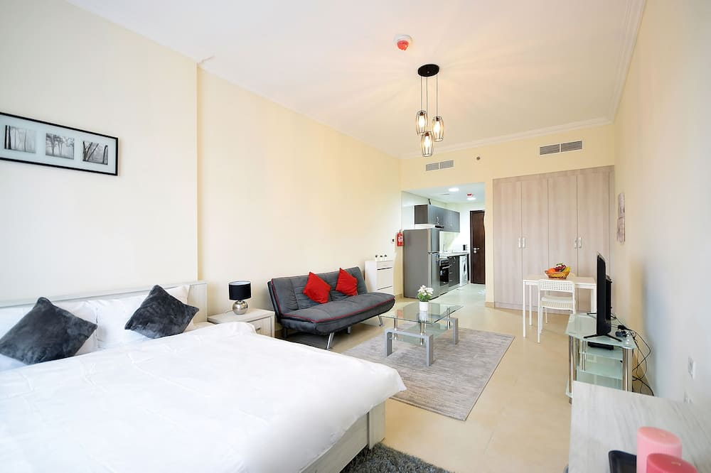 Deluxe Studio (Plaza Residence 65) - Living Area