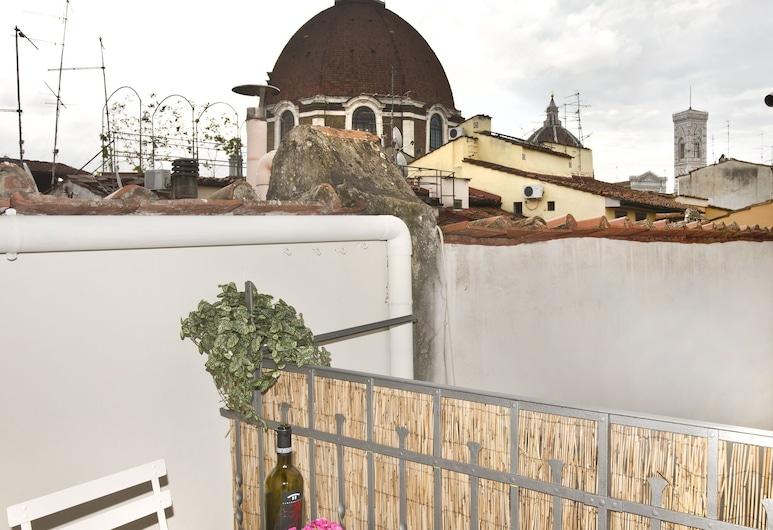 Florence Oasis, Florence, Terras