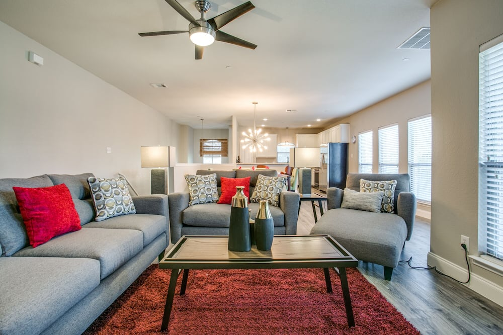 City Townhome - Living Area