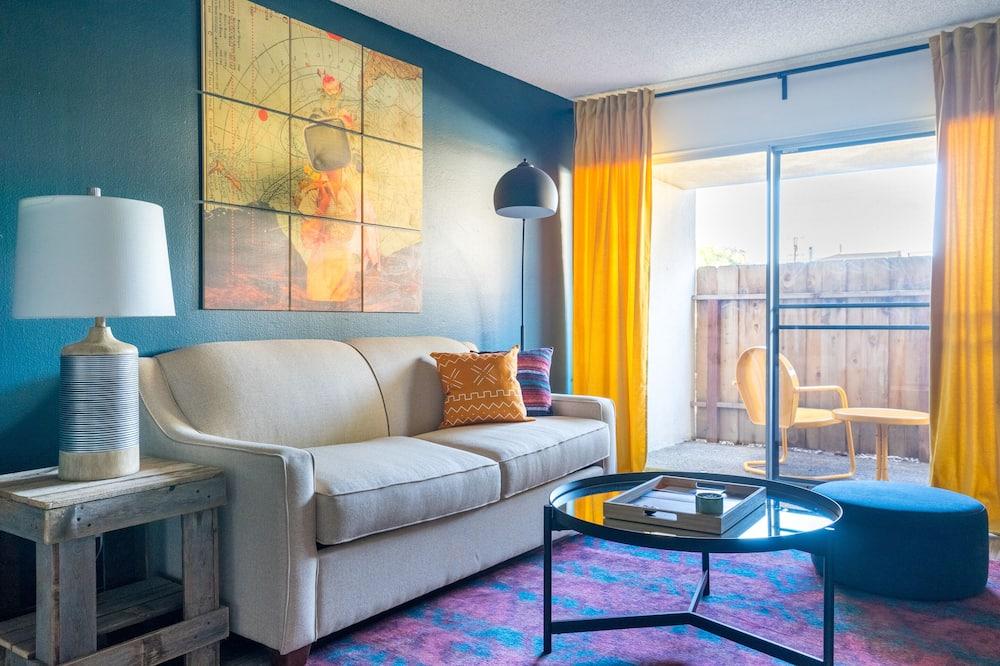 Klasikinio tipo apartamentai, 1 didelė dvigulė lova ir 1 sofa-lova - Svetainė