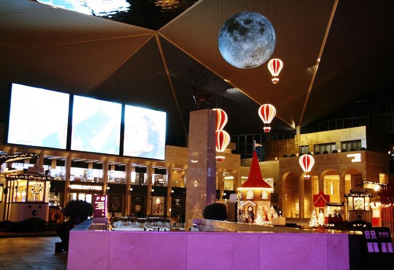 飛向月球機場膠囊飯店, 仁川, 大型電玩遊戲室