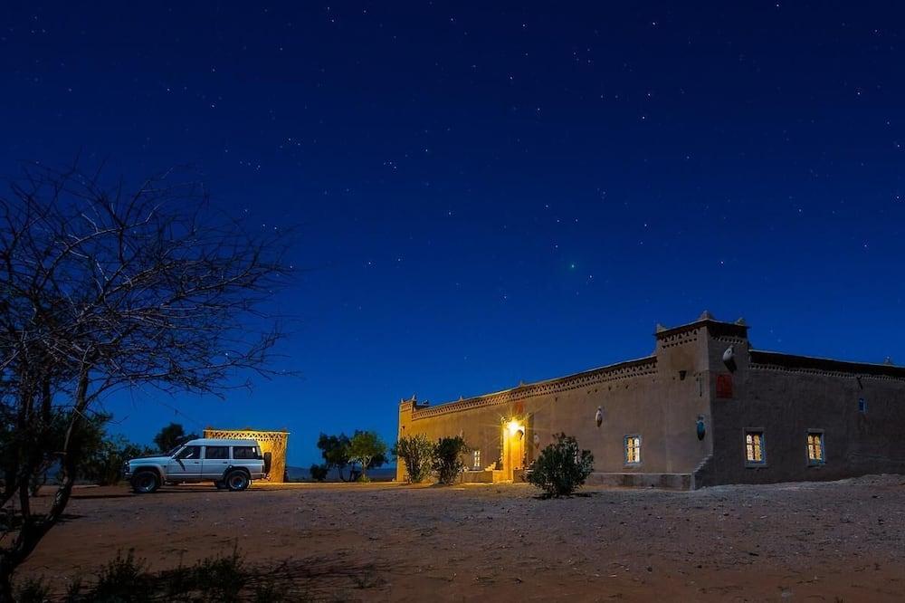 Auberge Hôtel Porte De Sahara Ouzina, Taouz