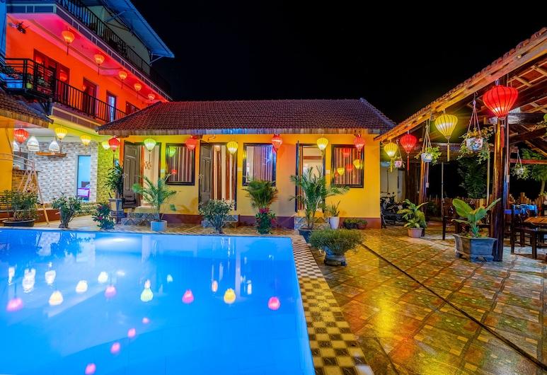 Phong Nha Ecolodge, Bo Trach, Fasada hotelu — wieczorem/nocą