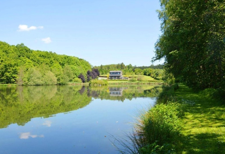 House With 5 Bedrooms in Bertogne, With Wonderful Lake View, Enclosed Garden and Wifi, Bertogne, Garden